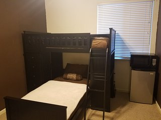 Private Rm, 2 Beds, TV, Fridge, Workspace & Coffee, El Dorado Hills