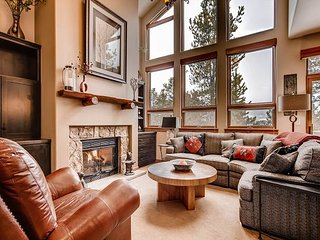 4 BR, 3.5BA Frisco Condo w/ Hot Tub – Mountain and Lake Views, Near Skiing