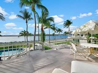 2BR Oceanfront Palm Beach Apartment – Private Balcony, Pool Access, West Palm Beach