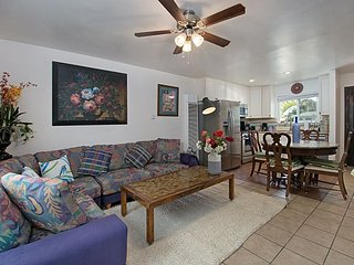 2BR Remodeled Oceanside Condo – 2 Blocks from Beach, Near Restaurants