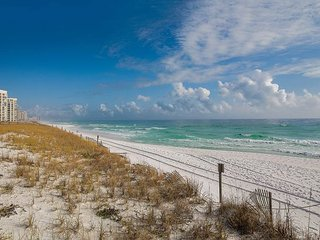 2BR, 2BA Central Destin Condo Next to Beach – Gated Community and
