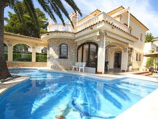 MAGNA Villa piscina, cerca del mar, Wifi gratis