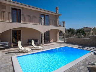 100101 Modern villa with pool, Linardici