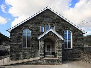 Spacious single en-suite room in modern, clean & warm guesthouse in Snowdonia, Blaenau Ffestiniog