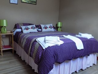 Spacious family room in modern, clean & warm guesthouse in Snowdonia