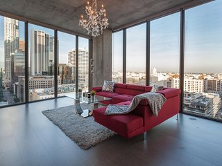 URBAN DOWNTOWN LA FLOOR TO CEILING PENTHOUSE, Los Ángeles