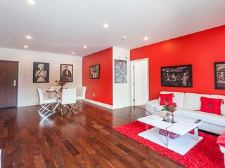 HOLLYWOOD MODERN 3BR/3BA SUITE, Los Angeles