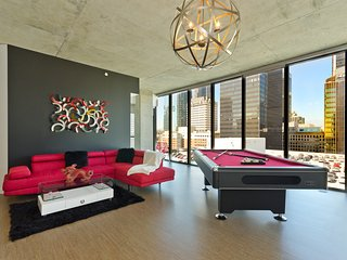 URBAN DTLA VIP PENTHOUSE WITH POOL TABLE 3BR/3BA
