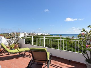 Per's funky, bright and spacious Coco Beach Penthouse with spectacular sea views, Playa del Carmen