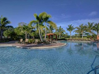 Brand new gated complex 5 minutes from Siesta Key 2/2 w/ pool, tennis, Sarasota