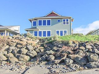 Spacious Oceanfront w/ Private Beach Access in Popular Roads End at Beach Me!