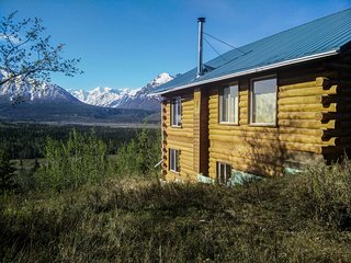 3BR Glacier View Cabin w/ Stunning Mountain Vistas!