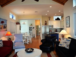 979BB; Beautiful Decor with Gourmet kitchen, Sleeps 10, Boardwalk to Beach., Port Aransas