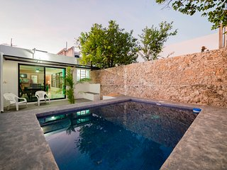 CASA PAJARITO BEAUTIFUL HOME 2 BLOCKS FROM PASEO DE MONTEJO