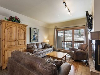 Super Affordable Ski in/Ski Out Condo - Free Night Offer