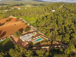 Luxurious Impressive 7 Bedroomed Villa with Private Pool - 8 mins to Ibiza Town