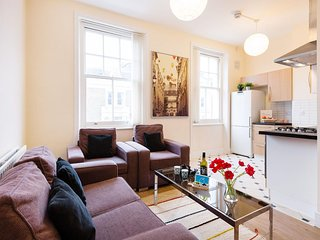 Earls Court Townhouse apartment in Kensington & Chelsea with WiFi.