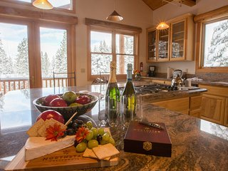 Stunning 5 Bedr Private Home Close to Northstar Ski Resort ~ RA134218, Truckee