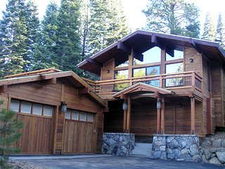 4Br/3.5Ba Condo Sleeps 8 in Beds, on Shuttle Route, Hot Tub! ~ RA134224, Truckee