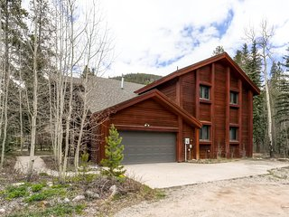 Spacious 4Bdrm Home/Sleeps 10, Stunning Views, Fireplaces