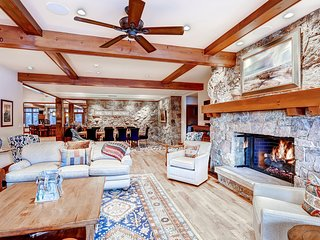 Mountaintop Condo - 5 Br/5Ba Ski in/Ski out Sleeps 14