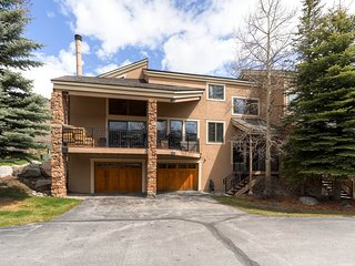5Br/3Ba Townhouse--Walk to Village & Gondola. Kids Ski Free! ~ RA134230, Keystone
