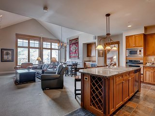 Luxury 3Br Ski in/Ski Out Condo! Kids Ski Free! ~ RA134232