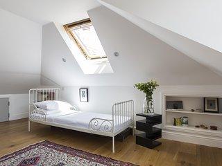onefinestay - Kelfield Gardens private home, Londra