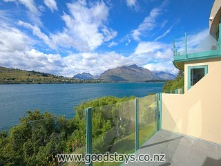 Rem 1: Newly renovated home in a Remarkables Retreat alongside Lake Wakatipu.