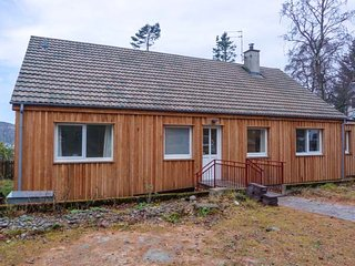 TIGH NA TRUIM, fabulous location, woodburning stove, en-suite wet room, in Newtonmore, Ref 941578