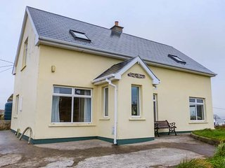 CEOL NA MARA, woodburner, en-suite bedrooms, sea views, Dungloe, Ref 947638