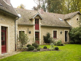 Private Domain of the Castle of Courances - 'La Pompe' lovely house overlooking a classified garden 60km from Paris