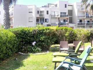 Sunny 2-bedroom apartment in Saint-Cyprien with a sea view and access to a pool - 50m to the beach!