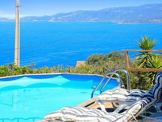 Beautiful, 5-bedroom villa with a swimming pool and panoramic views of the mountains and sea!, Calcatoggio