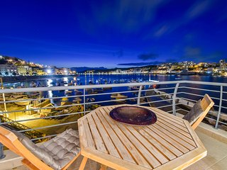 Elegant 2-bedroom apartment on St. Paul's Bay featuring furnished terraces with stunning views!, San Pawl il-Baħar (St. Paul's Bay)
