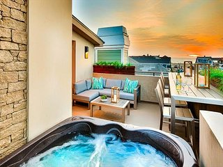 Custom Modern Luxury, Private Rooftop Jacuzzi on Deck W/ Ocean View