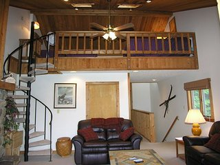 Northwoods B1  Great location with this slopeside condo.