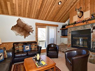 Northwoods B6  Great location with this slopeside end unit condo.