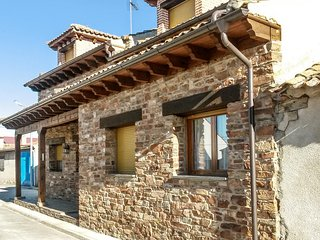 Traditional 3-bedroom House in rural Mudrián with a furnished terrace surrounded by verdant nature!, Gallegos