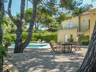Villa La Soléiade – spacious, 4-bedroom villa near Sanary-sur-Mer with a private swimming pool and garden, Six-Fours-les-Plages