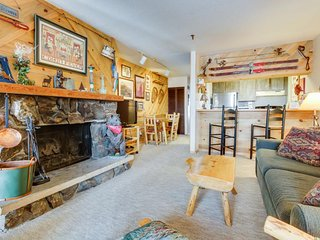 Ski-in/ski-out condo at the base of the Silver Queen lift - shared hot tub!, Crested Butte