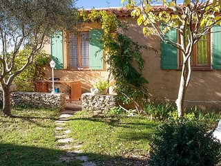 Village house in the Luberon, Provence, with BBQ terrace, WiFi and mountain view – near Manosque, Limans