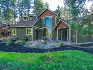3rd Night Free! Impressive Home w/ 3 Masters, Golf Course, Hot Tub, Game Rm