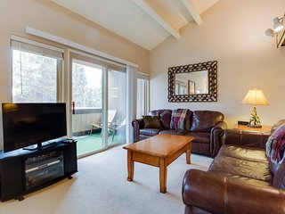 Roomy condo w/ shared pool, sauna, & hot tubs - walk to slopes & Main Street!
