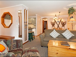 Short Walk to Lifts and Village - Private Hot Tub / 214896