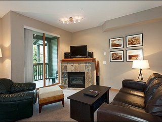 Just Steps from Marketplace Mall / 214902, Whistler