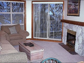 Highly Desirable Location - Year Round On-Site Outdoor Pool & Hot Tub (4068), Whistler