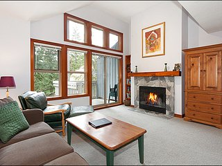 Fantastic Location on Blackcomb - Ski In and Hot Tub / 214940