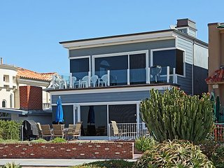 Ocean Front Upper Unit, Amazing View of Balboa Pier, Private Balcony (68300)