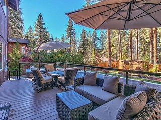 Luxurious Skyland home, Outdoor Pool, Beach & More (ZC1062), Zephyr Cove